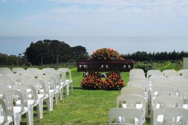 beachside-funeral-service-outdoors-funeral