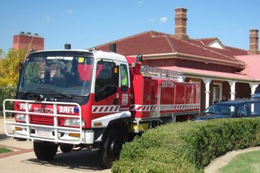firemans-funeral-service-at-lilydale-memorial-park-cemetery-in-fire-truck